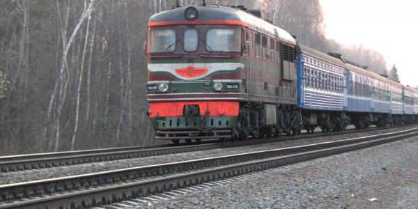 В Дятловском районе грузовой поезд при движении слегка задел другой состав