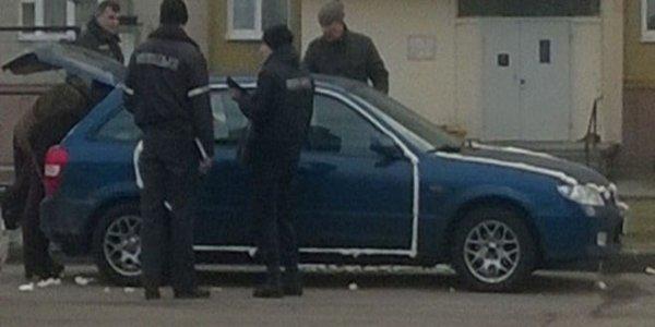 В Лиде монтажной пеной залили в автомобиле двери, багажник и капот
