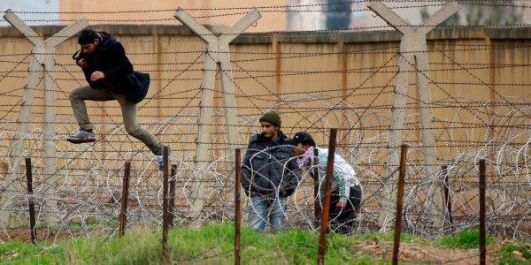 Лидские пограничники у линии границы задержали 10 иностранных граждан и белоруса