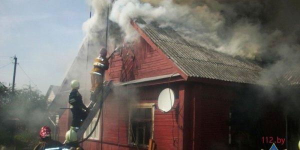 В Лиде мужчина спас пьяного соседа из горящего дома