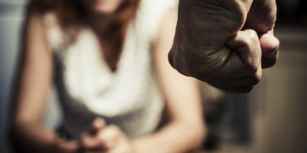 В Лиде молодой военнослужащий избил жену до полусмерти, девушка в реанимации