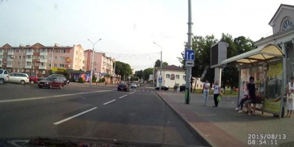В Лиде нетрезвый велосипедист попал под колеса БМВ (видео)