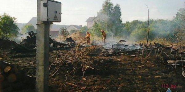 В Лидском районе мужчина, сжигая мусор, спалил дом и два сарая