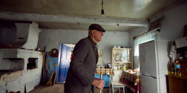 В Лидском районе 73-летний пенсионер в порыве ревности едва не зарезал сожительницу