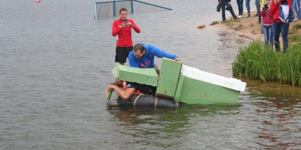 В Лиде прошли соревнования по плаванию «на чем попало» (Фото)
