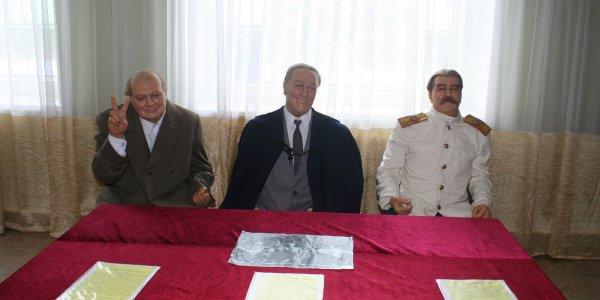"""Фотоотчёт: Выставка восковых фигур """"Колесо истории"""""""