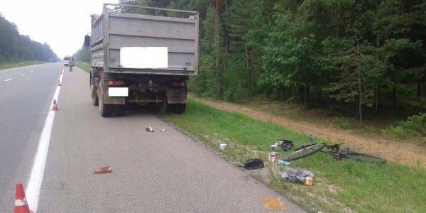 Маршрутка, ехавшая из Минска в Лиду, сбила насмерть идущую по обочине велосипедистку