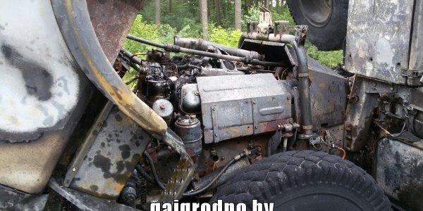 На трассе Минск — Гродно загорелся грузовик гружёный зерном