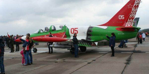 В Лиде состоялось авиашоу с участием пилотажной группы «Соколы России» (Фото)