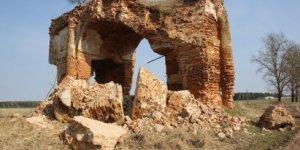 В деревне Жирмуны Лидского района обвалилась часть триумфальной арки