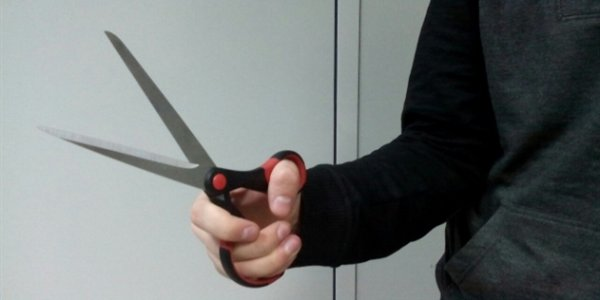 Житель Лиды убил жену ножницами и позвонил в милицию