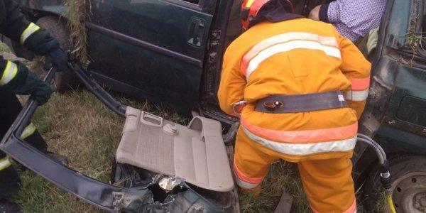 Дятловские спасатели деблокировали из автомобиля двух женщин