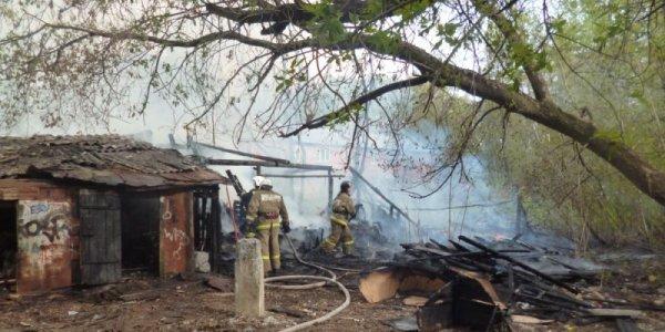 В Лидском районе произошел пожар двух хозяйственных построек