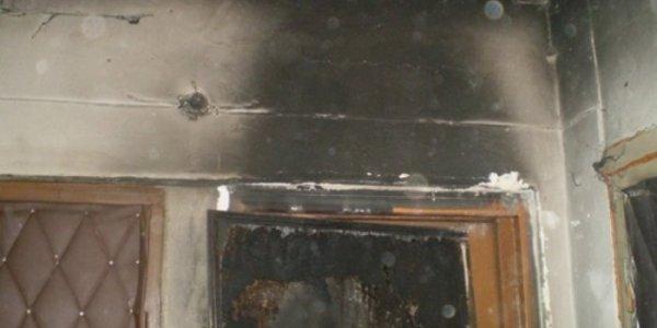 В Лиде подожгли входную дверь