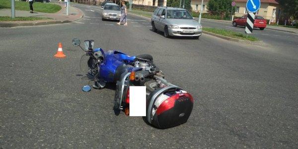 Нарушение правил проезда регулируемого перекрестка привело вчера в Лиде к госпитализации мотоциклиста
