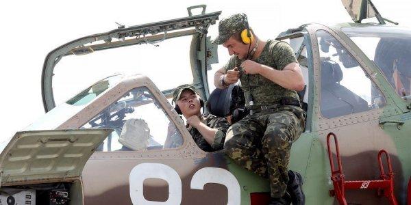 «Горка», «бочка», «петля»: как в Лиде готовят летчиков штурмовой авиации