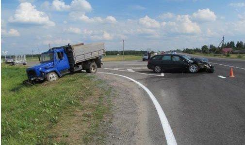 Столкновение с тяжелыми последствиями произошло вчера в Ивьевском районе