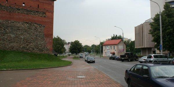 С сегодняшнего дня (25.08)  водители обязаны будут включать днём ближний свет фар