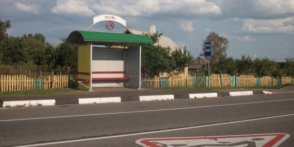 В деревне Пески жители добились крытой автобусной остановки