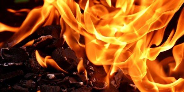 Неосторожное обращение с огнем стало причиной пожара в Лиде