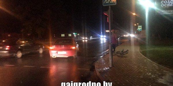 В Лиде юноша ехал на велосипеде и упал на проезжую часть