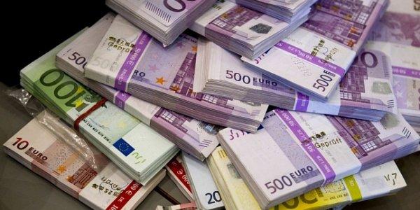 Белорусский рубль на торгах 3 октября ослаб к трем основным валютам