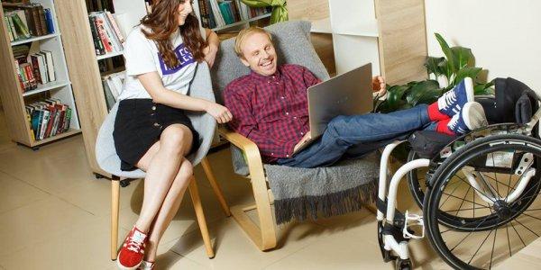 Маркетолог из Гродно и колясочник из Лиды создали благотворительный интернет-проект по продаже кроссовок