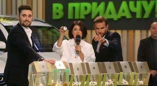 Житель Лиды выиграл автомобиль «Джили Эмгранд» от компании «Евроопт» (видео)