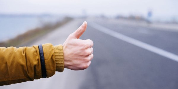 На границе Лидского и Дятловского районов фура сбила на дороге парня. Водитель скрылся