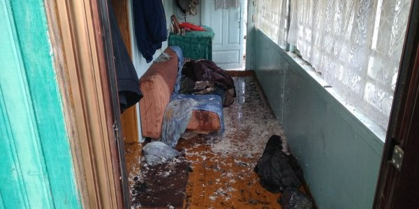 В Ивье при пожаре в жилом доме работниками МЧС спасен 45-летний мужчина. ВИДЕО