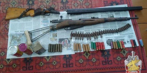 На хуторе в Лидском районе изъяли оружие и 780 грамм пороха (Видео)