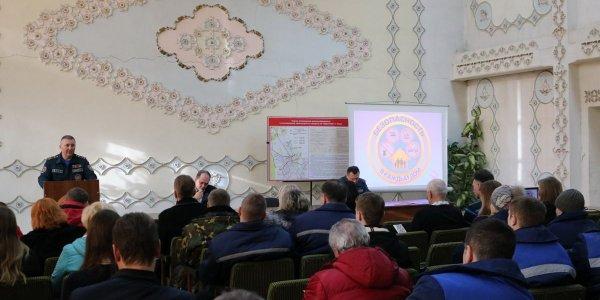 С работниками ОАО «Лидагропроммаш» провел беседу начальник Гродненского областного управления МЧС Сергей Шпарло