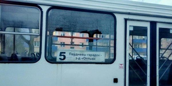 В Лиде парень из пневматики обстреляли три автобуса и машину с ребенком