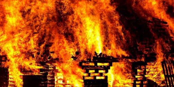 В Лиде горел гараж и хозпостройка