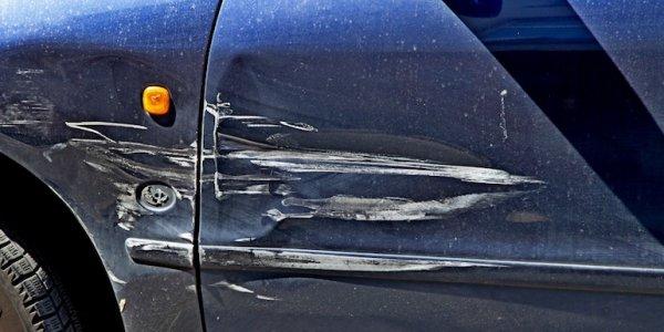 Школьники из Лиды во дворе повредили автомобили