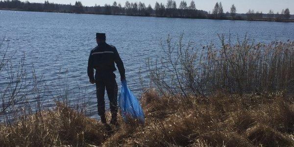 Лидские спасатели приняли участие в общереспубликанской акции «Чистый водоём»