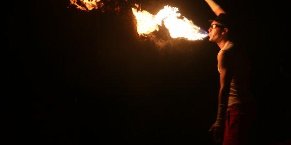 """В Лидском замке ярко и зажигательно прошел фестиваль огня """"Феникс 2019"""""""
