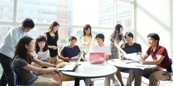 Языковые курсы доступны в школах на территории университета
