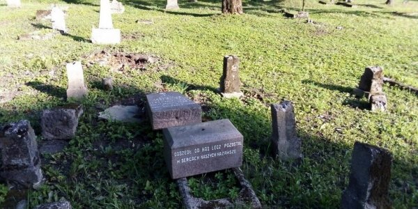 Вандалы разбили около 60 надгробий на двухсотлетнем кладбище в Лиде