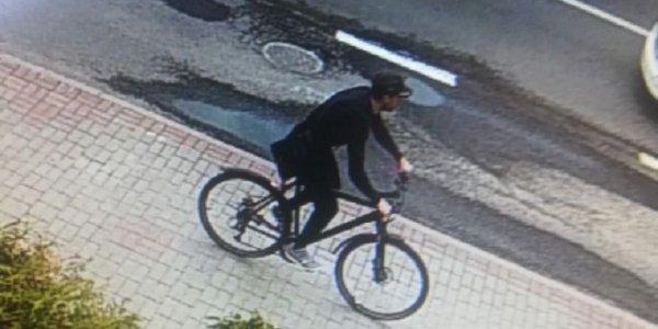 В Лиде зафиксирована серия краж велосипедов, мужчина на фото подозревается в краже двух