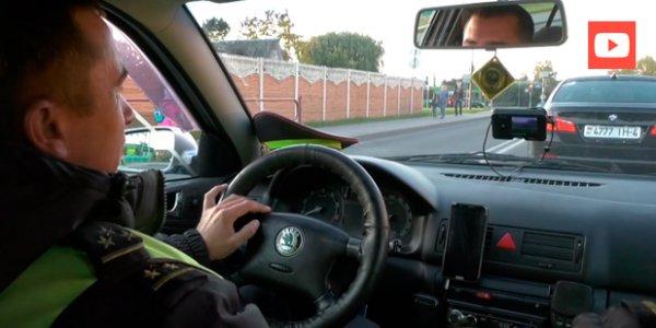 Сотрудник ГАИ из Лиды стал общаться с водителями в Zello и даже говорить о своем местоположении