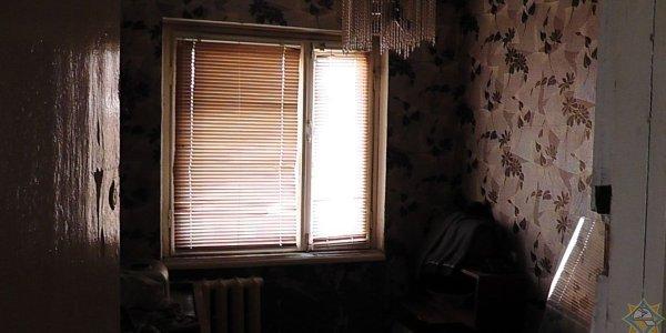 В Лиде работники МЧС вывели хозяина из горящей квартиры