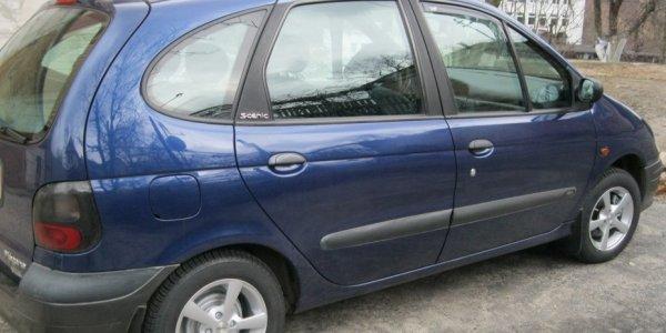 В Лиде подростки украли ценности из автомобиля