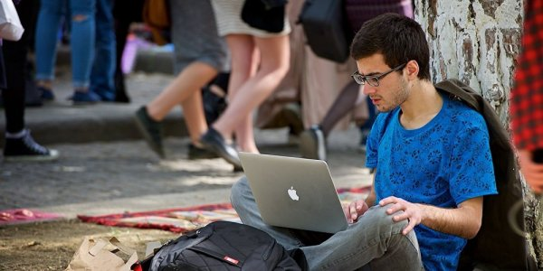 Как люди зарабатывают миллионы, сидя с ноутбуком