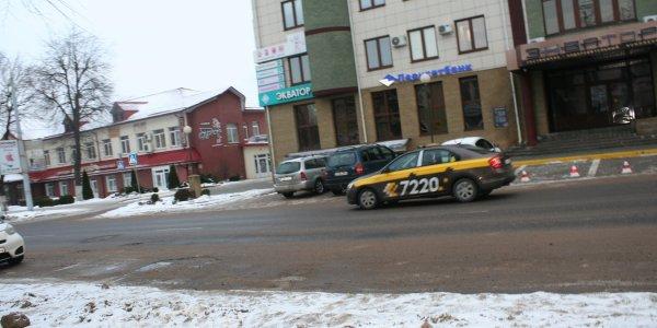 Сегодня 27 декабря ночью в Лиде водитель такси 7220 принял роды прямо в автомобиле!