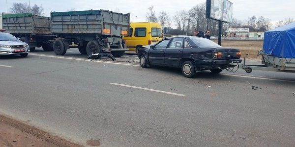 В Лиде столкнулись две легковушки и грузовик