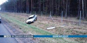 Под Лидой на трассе М6 Audi опрокинулась в кювет