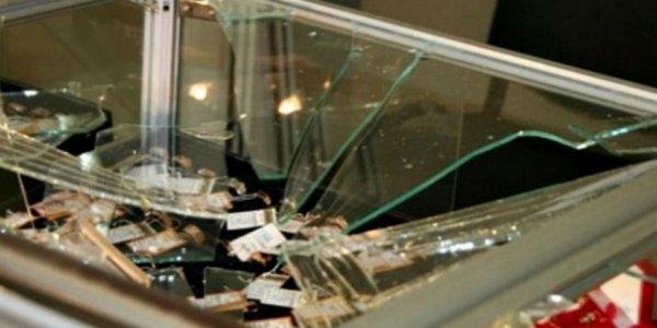 В Лиде дебошир разбил стекло витрины ломбарда